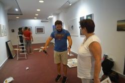 Ausstellungsvorbereitung mit Arian Irsula